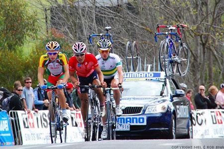 2010 UCI World Championships Melbourne: Andrei Krasilnikau (Berlarus), King Lok Cheung (Hong Kong, China) and Ben King (Australia) in a chase group