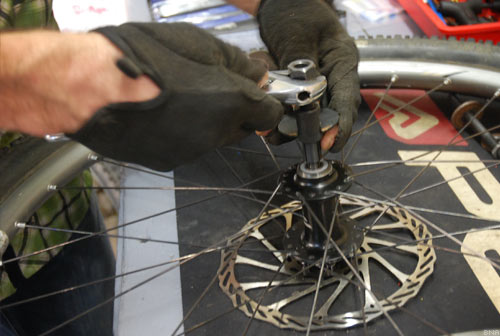 Releasing Bearings from Wheelset Hub