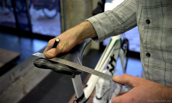 Saddle width sit bones