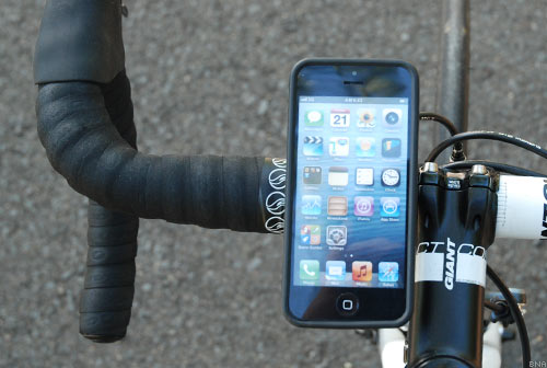 Quadloack Kickstartre bicycle handlebar iPhone