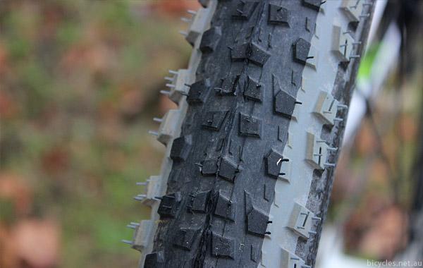 Mitas Rubena MTB Reifen 29x2.25 Scylla Top Design Tubeless Supra black