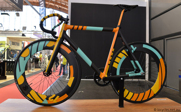 spray bike custom bike paint
