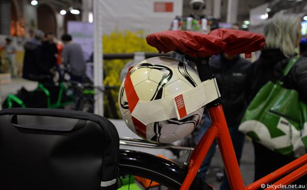 fahrer berlin football bike holder